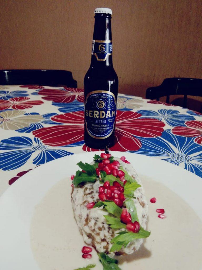 chiles en nogada con cerveza
